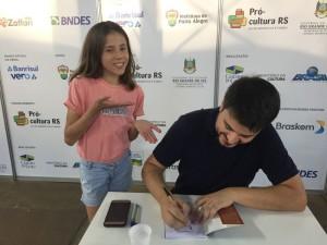2018_11_15 - Prof Lucas Bonez na Feira do Livro04