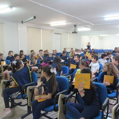 2019_10_02 - Visita da autora Cris Dias - 3º anoo15