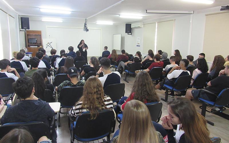 2019_10_07 - Hora do conto Barbara Catarina 1ª EM_0004_IMG_0086
