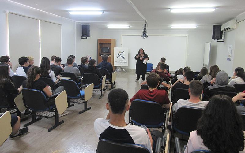 2019_10_07 - Hora do conto Barbara Catarina 1ª EM_0005_IMG_0084