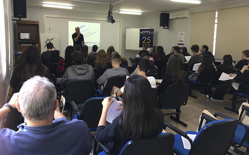 2019_10_07- Palestra Everson Ribas e Roger Roufiax Ensino Médio_0004_PALESTRA EVERSON 2