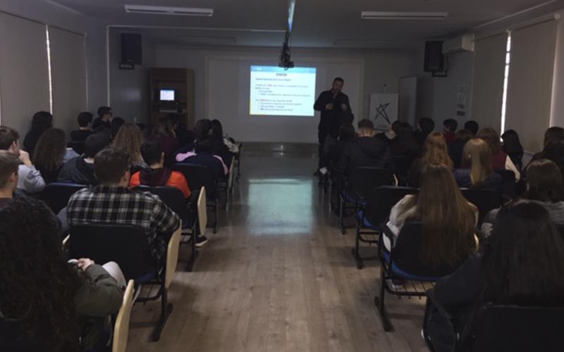 2019_10_07- Palestra Everson Ribas e Roger Roufiax Ensino Médio_0005_IMG_0893