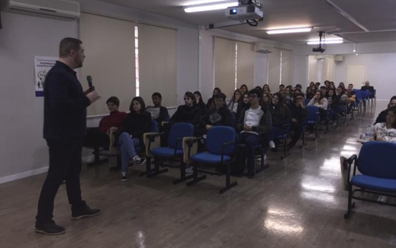 2019_10_07- Palestra Everson Ribas e Roger Roufiax Ensino Médio_0006_IMG_0886